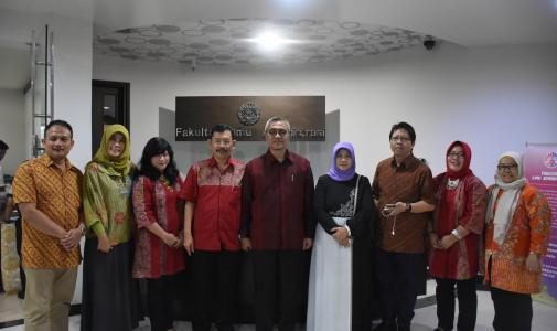 (Indonesia) Kunjungan Studi Banding UNTAG Surabaya ke FIA UI